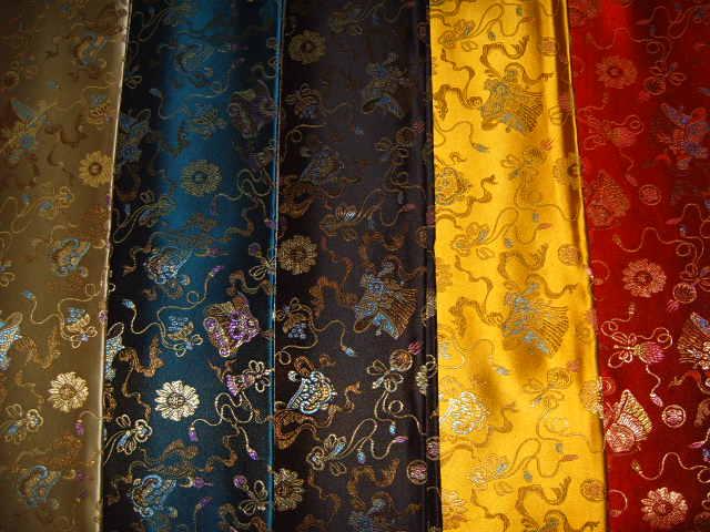 разнообразие цветов парчи