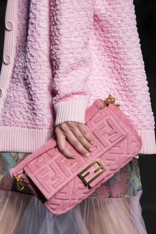 Розовая сумка.