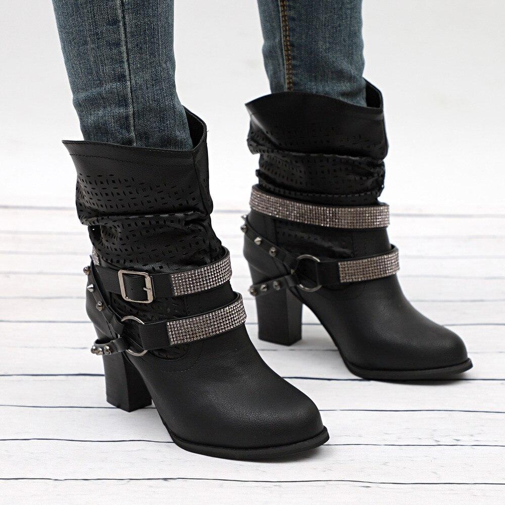 Ботинки с ремешками.