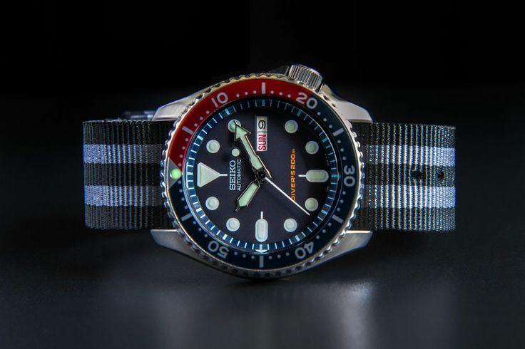 Часы с ремешком NATO.