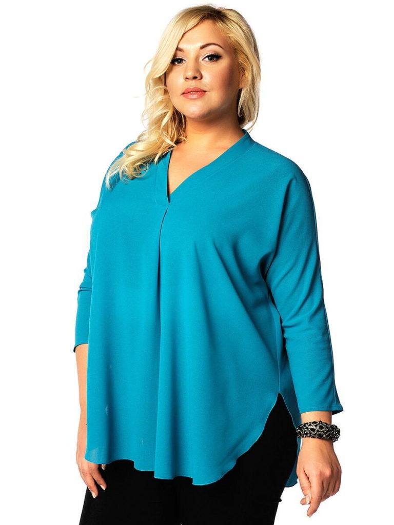 Голубая блузка для полной женщины.
