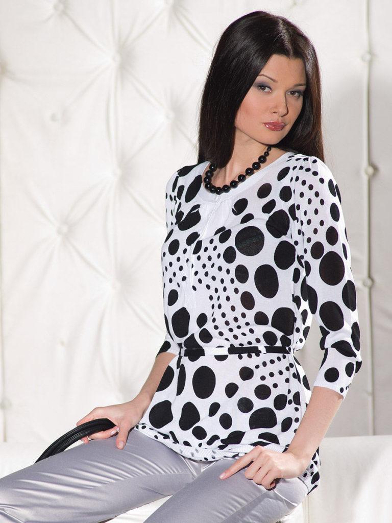 Блузка в горошек.
