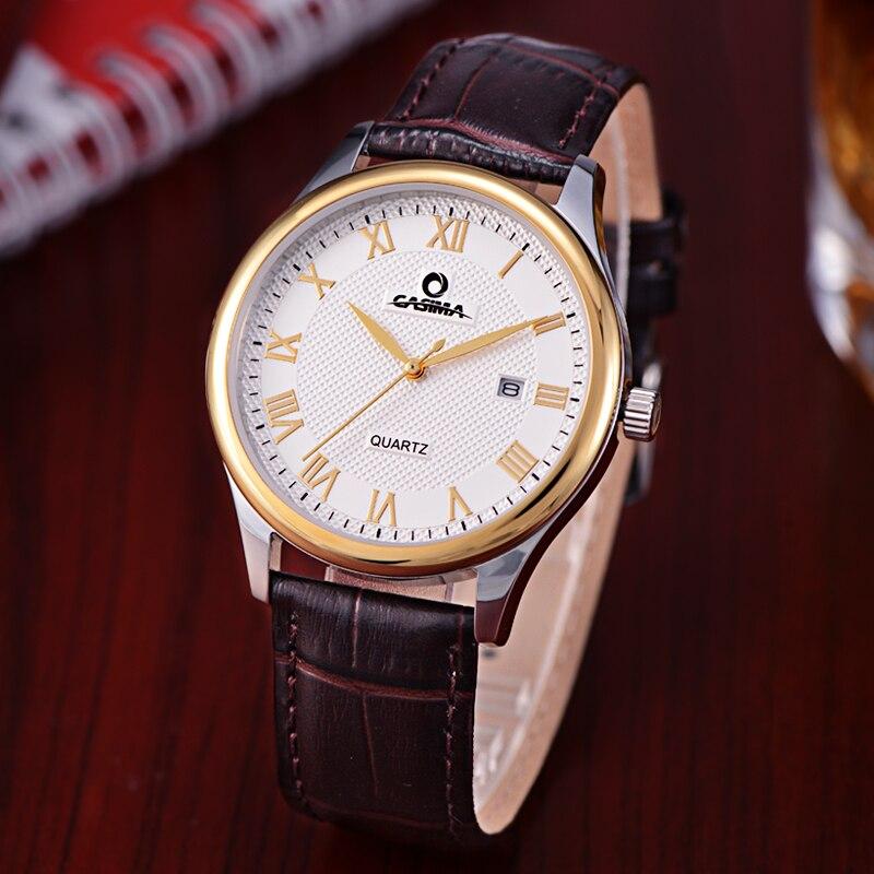 Часы классического дизайна.