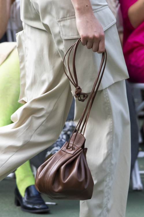 Сумка мешок коричневая.