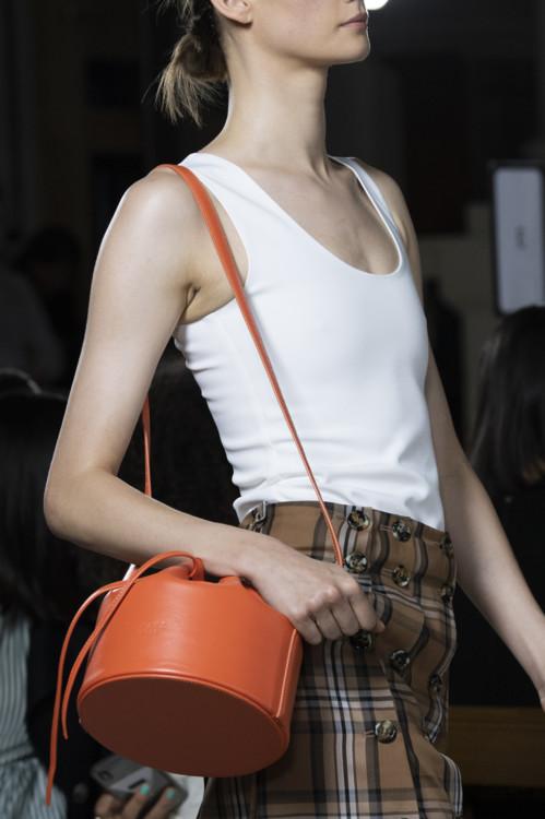 Оранжевая модная сумка.