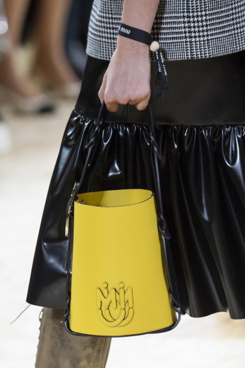 Жёлтая сумка.