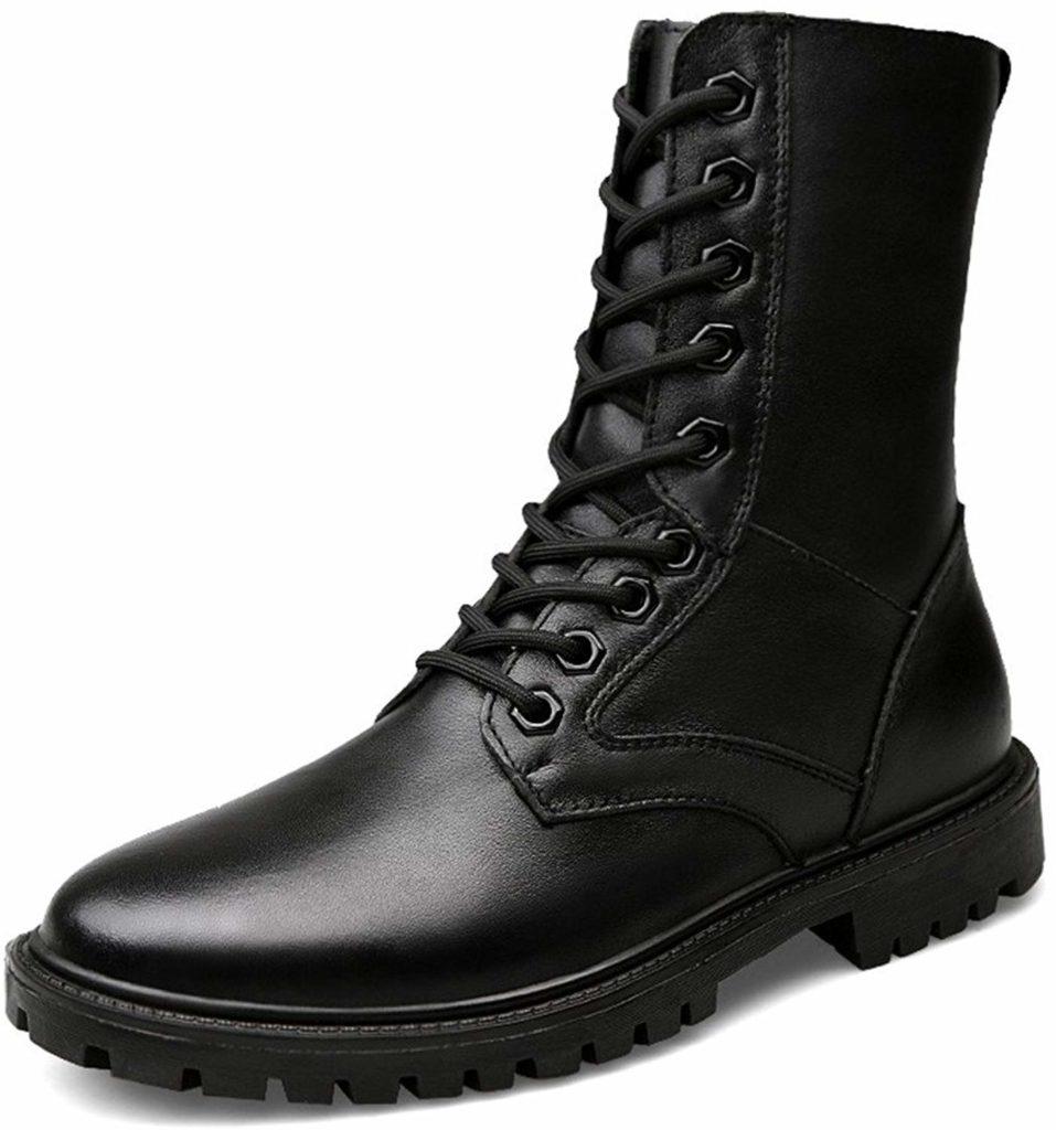 Высокие ботинки со шнуровкой.