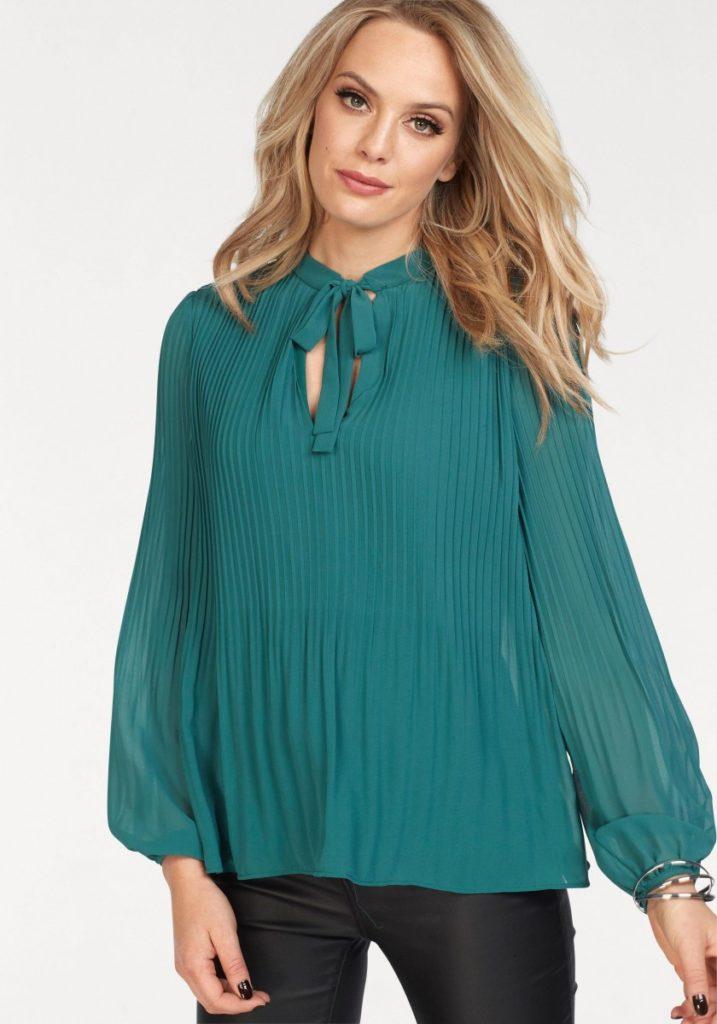 Блузка с плиссировкой.