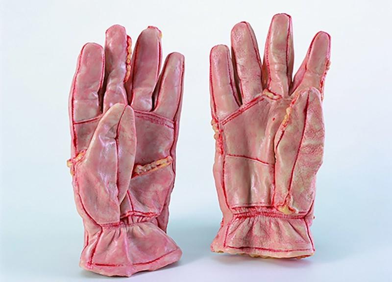 перчатки из человеческой кожи