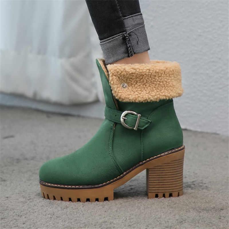 Зелёные зимние ботинки.