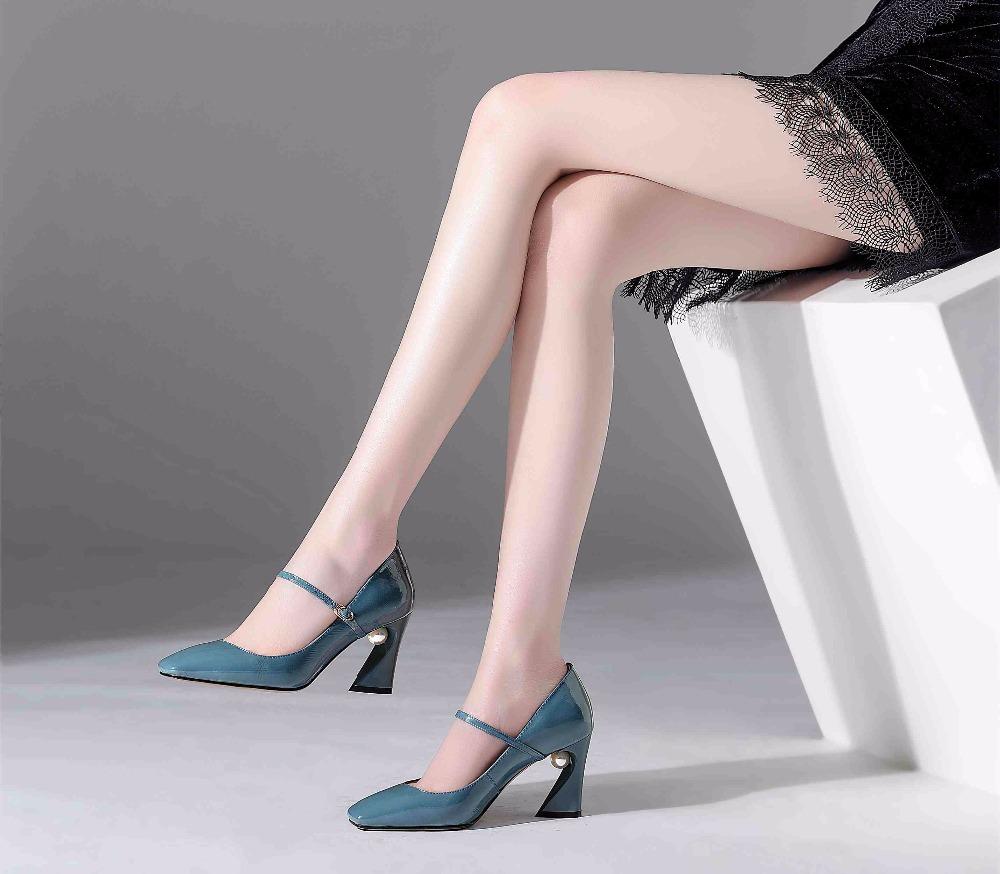 Туфли на среднем каблуке.