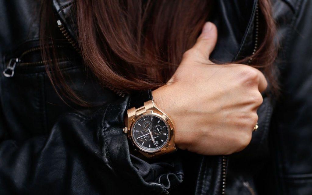 Женские часы в мужском стиле.