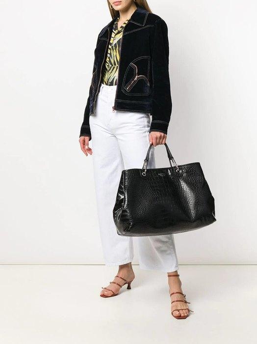 Объёмная чёрная сумка.