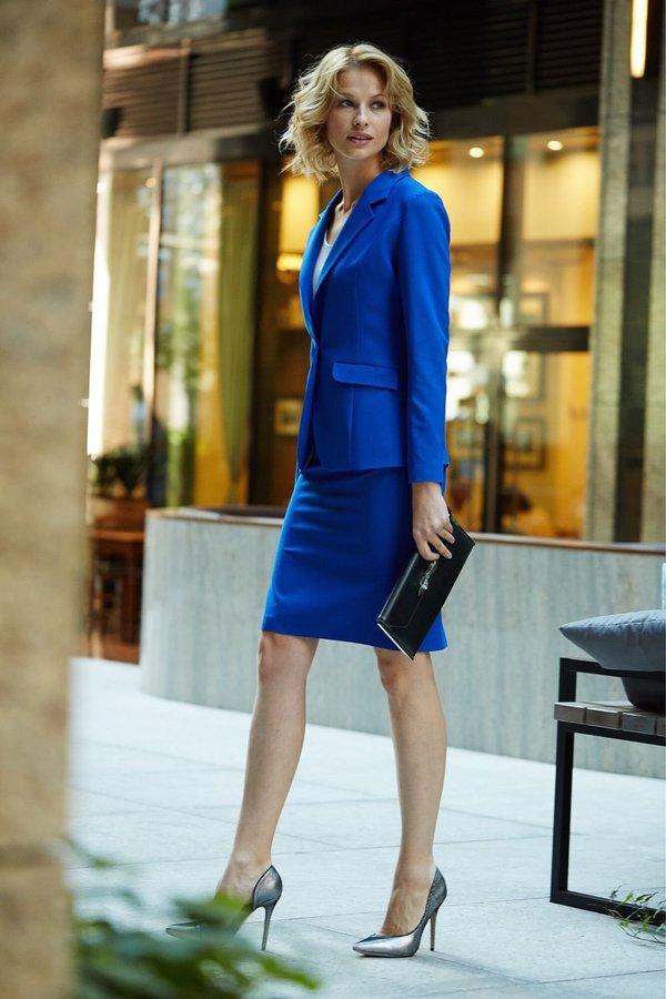 Синий образ в деловом стиле.