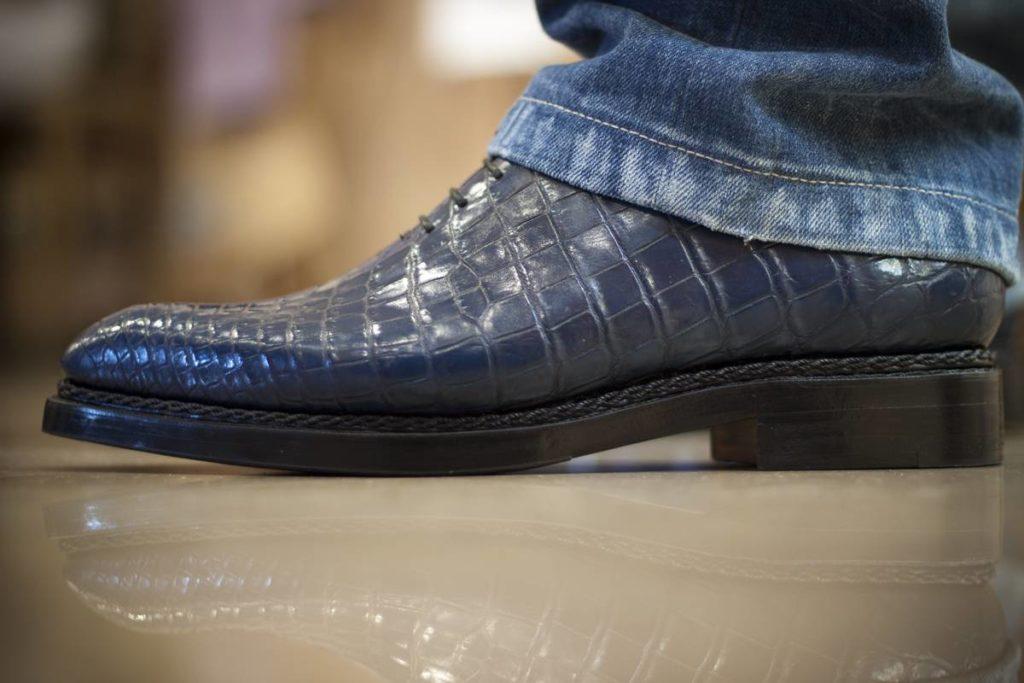 Ботинки стилизованные под кожу рептилий.