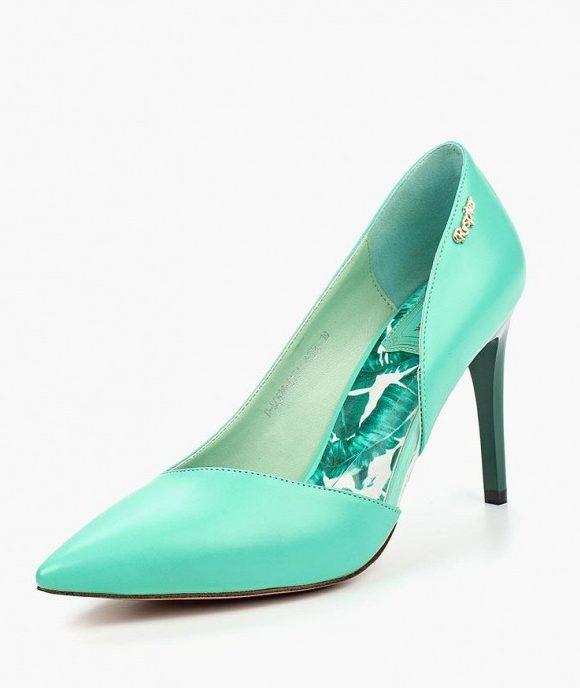 Туфли мятного цвета.