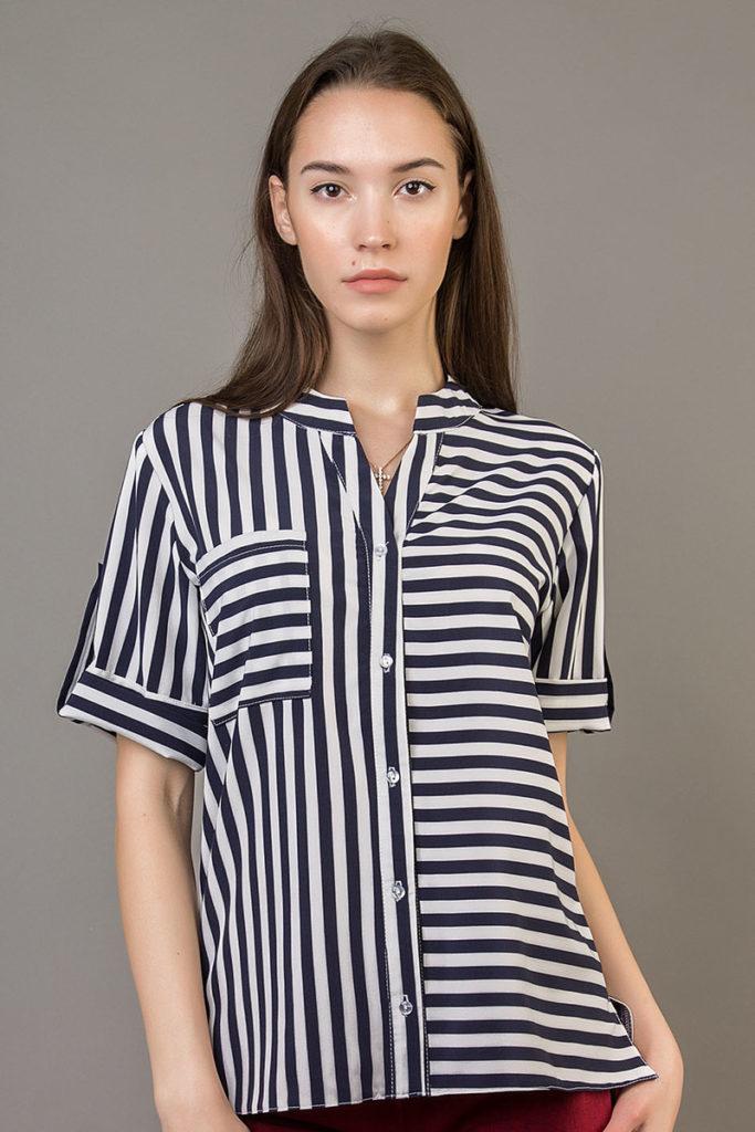 Блузка в полоску.