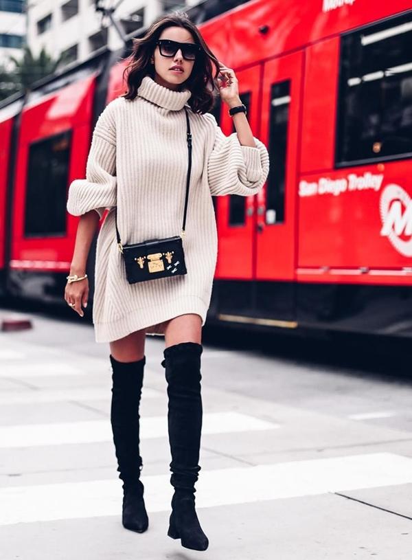 Удлинённая модель свитера.