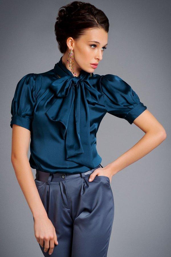 Блузка из атласа.