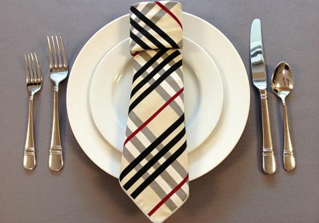 салфетка в виде галстука
