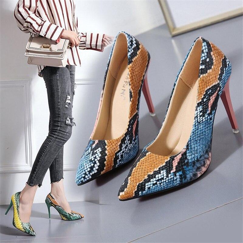 Туфли с животным принтом.