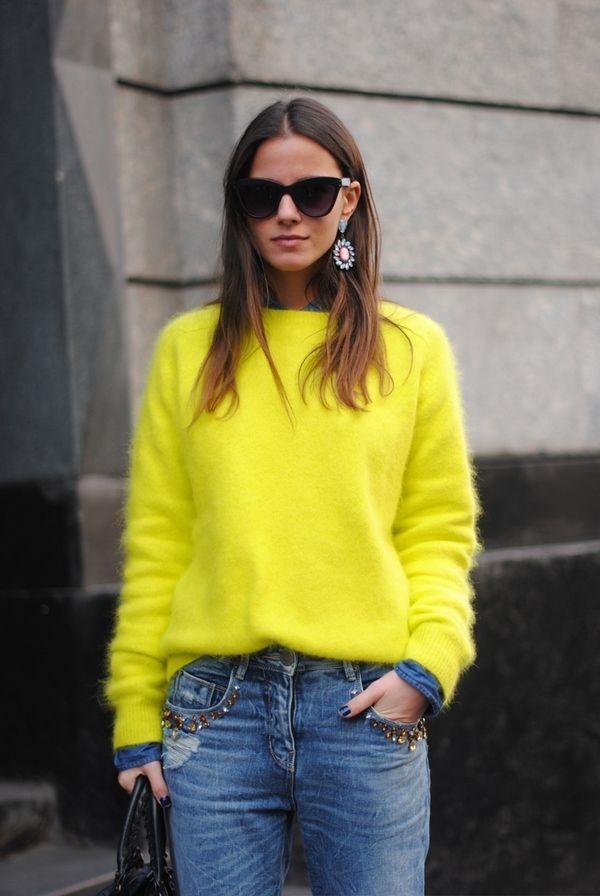 Жёлтый свитер.