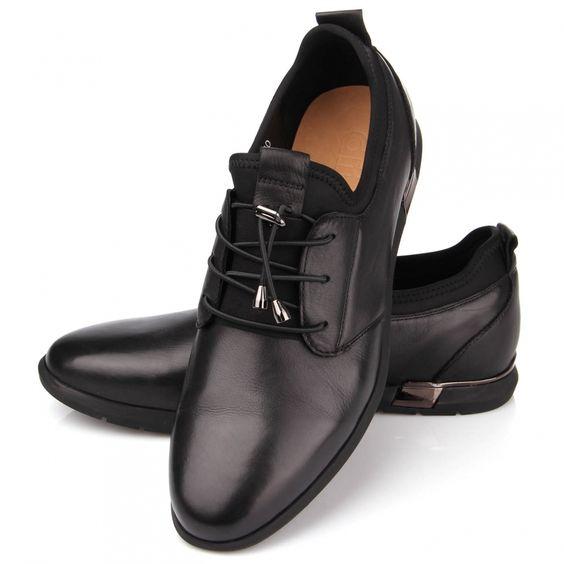 Чёрные мужские туфли.