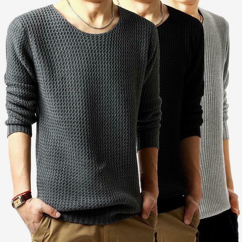 Чёрный и серый свитера.