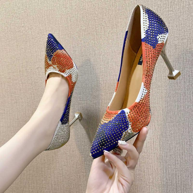 Декорированные туфли.