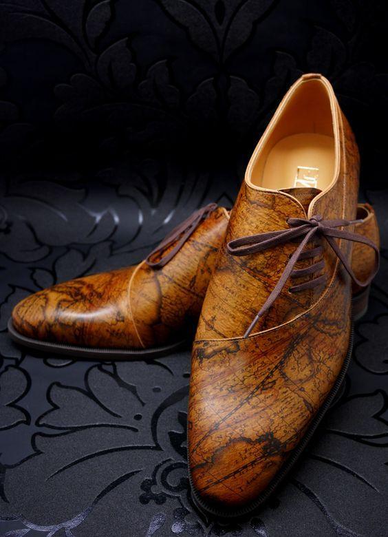 Принтованные мужские туфли.