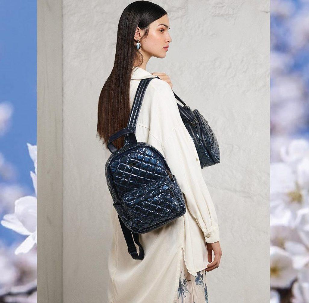 Стёганый синий рюкзак.