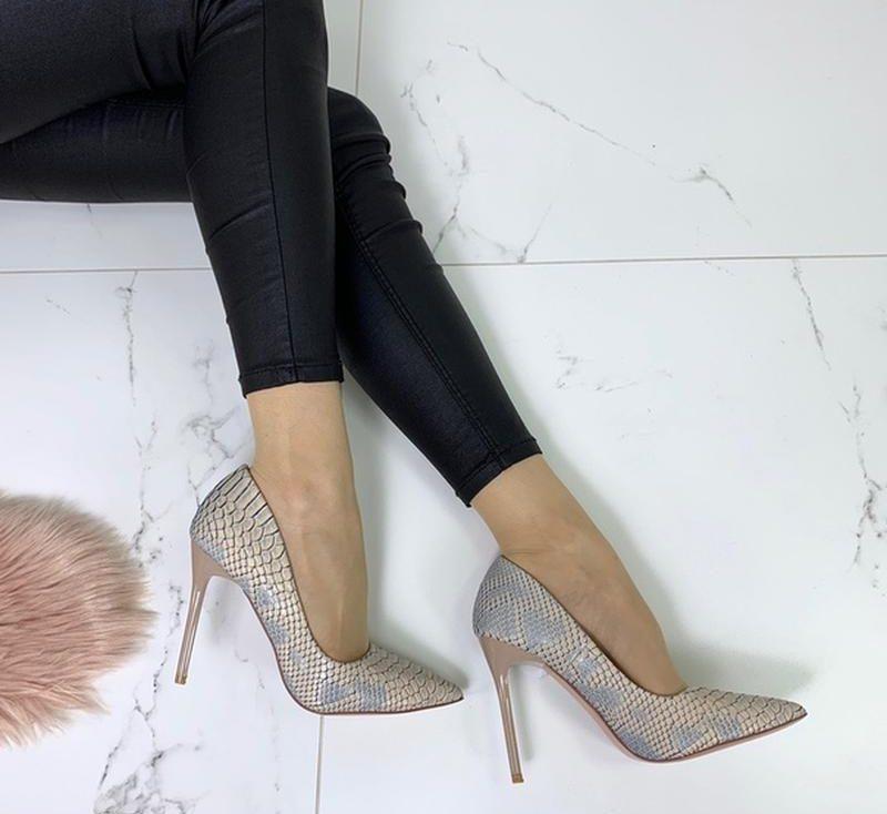 Туфли с тиснением.