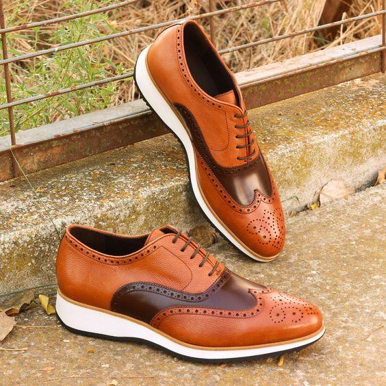 Яркие туфли спортивного стиля.