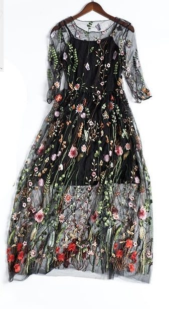 Платье с цветочным принтом.