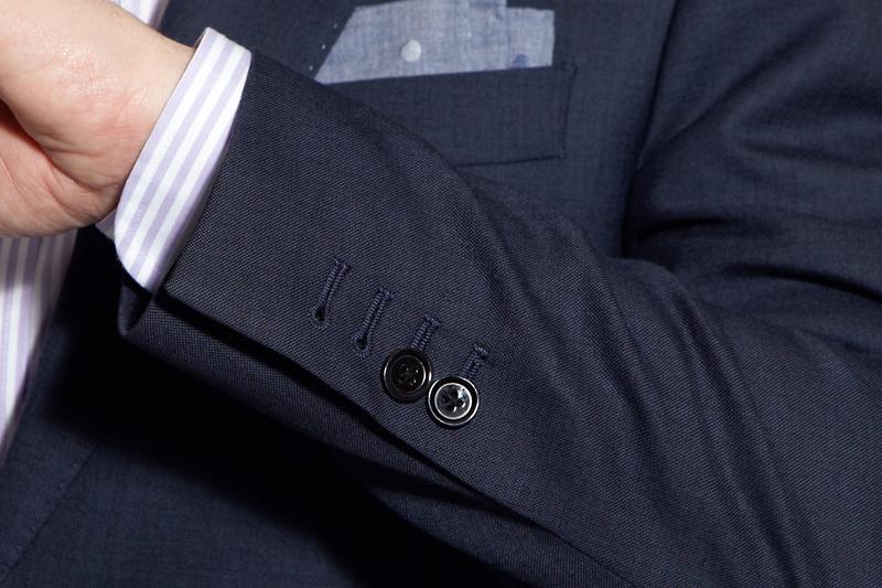 должны ли быть стрелки на рукавах рубашки