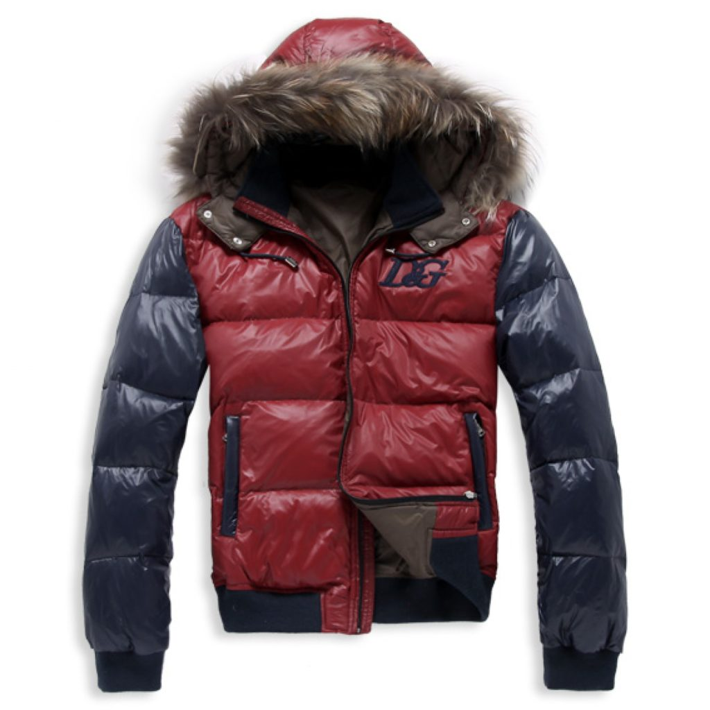 Укороченная куртка с капюшоном.