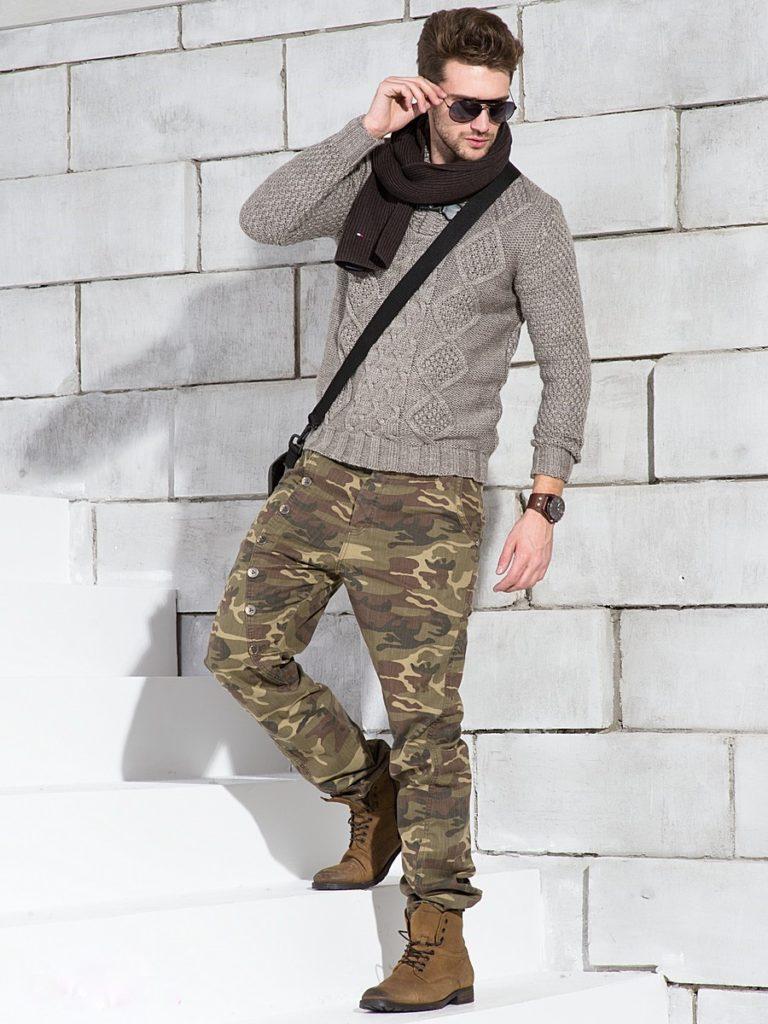 Камуфляж с тёмно-серым свитером.