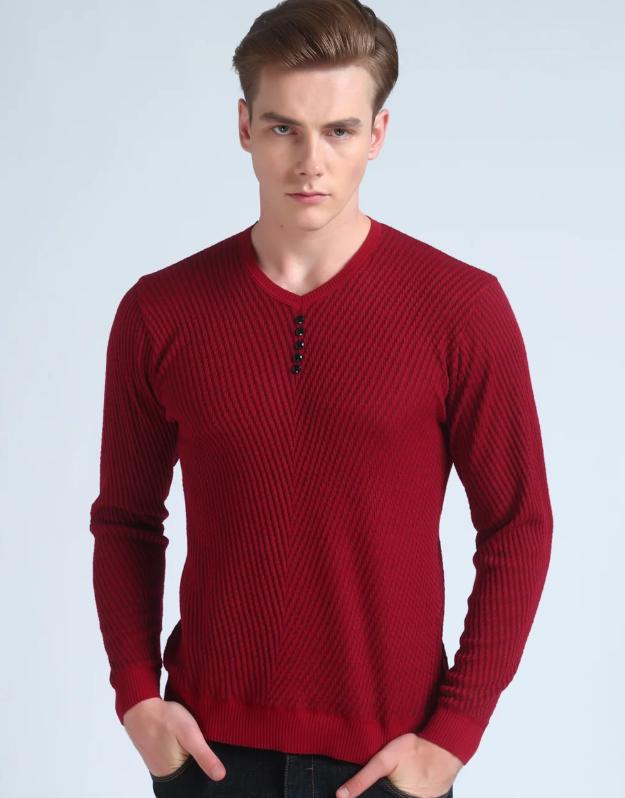 Красный свитер.