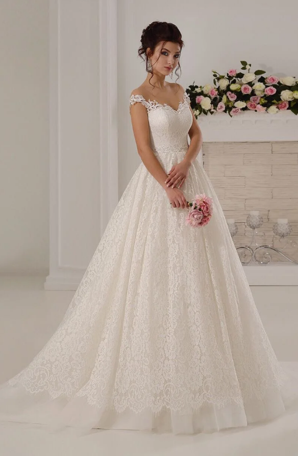 Свадебное платье с пышной юбкой.