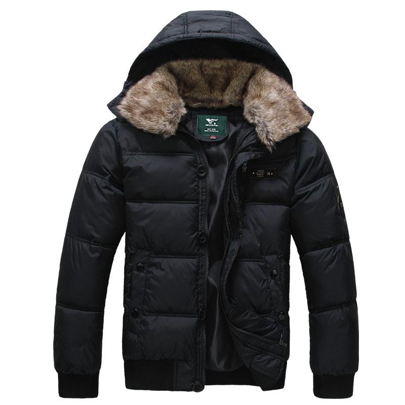 Чёрная короткая куртка.