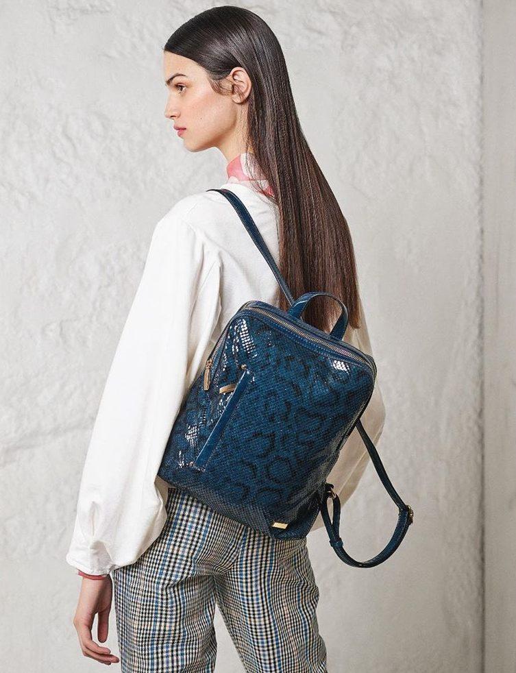 Синий рюкзак принтованный.