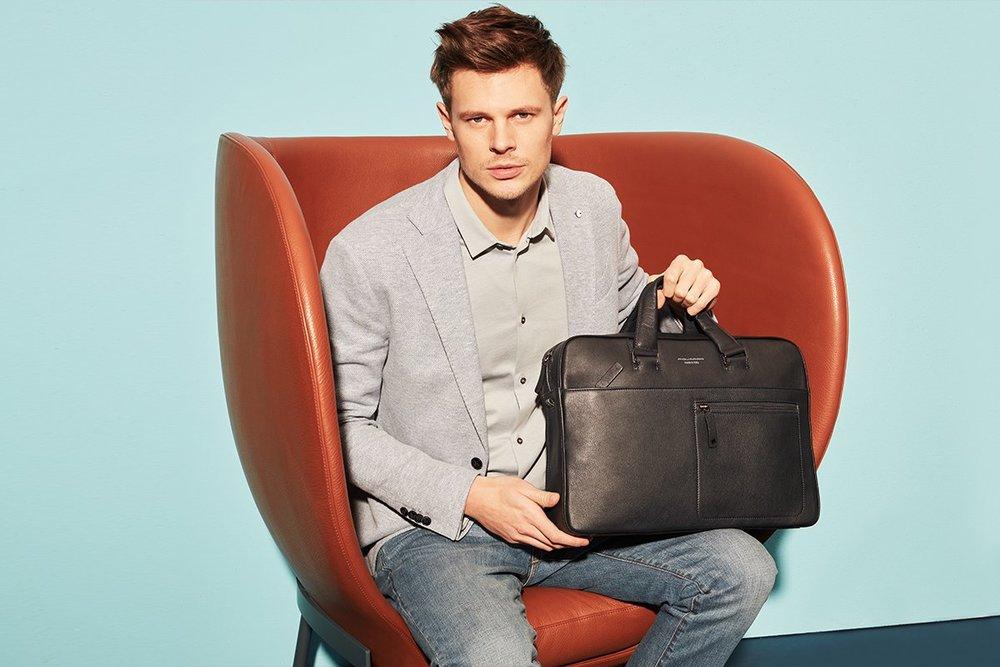 Чёрная мужская сумка.