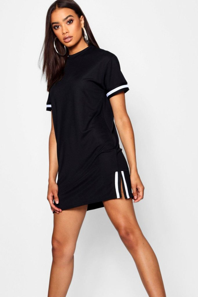 Платье-футболка с разрезом.