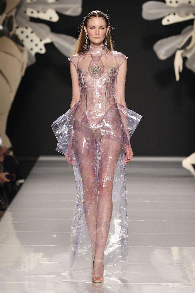 Пластиковое платье.