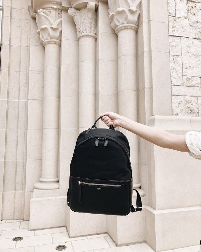 Чёрный рюкзак.