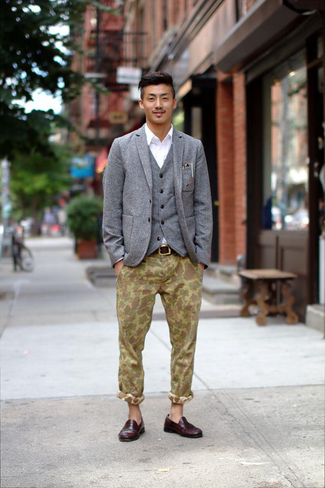 Камуфляжные штаны с пиджаком.