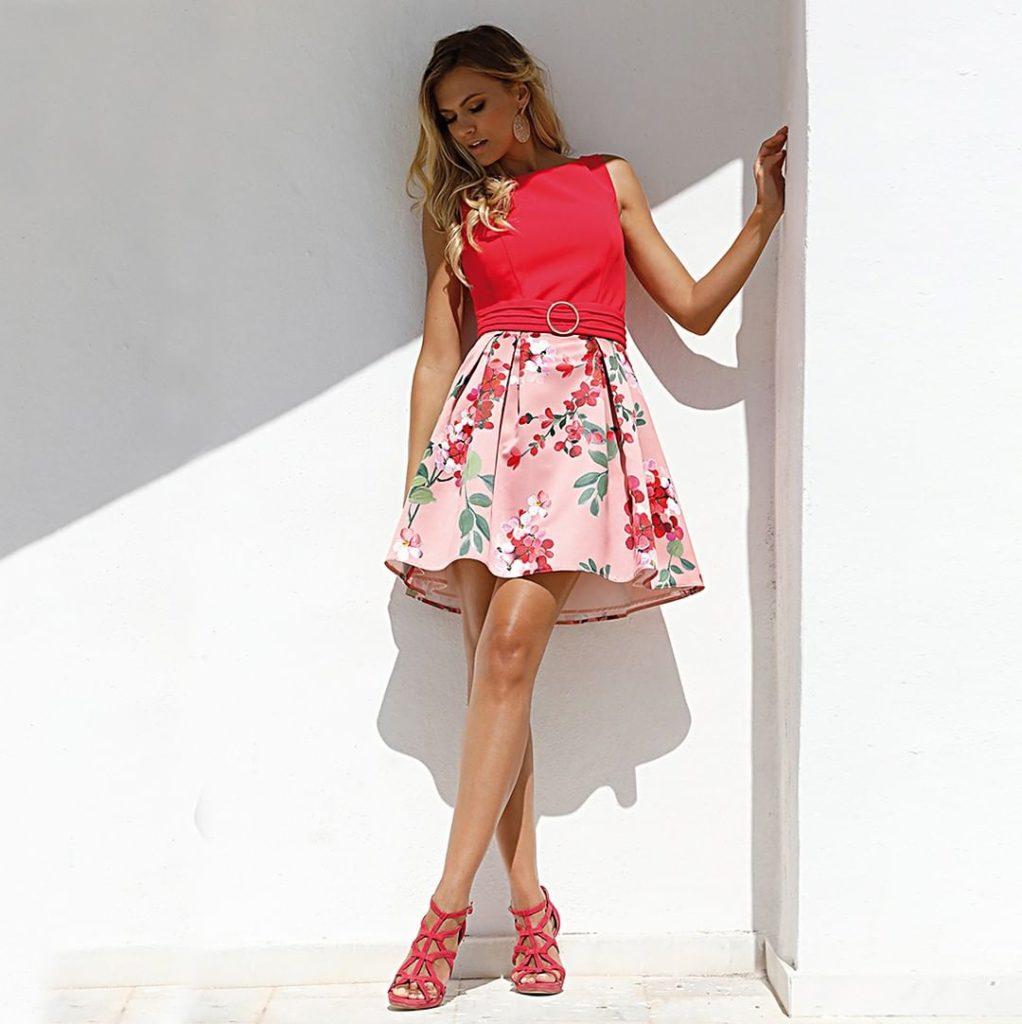 Короткое платье летнее.