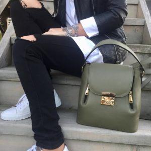 Рюкзак прямоугольной формы.