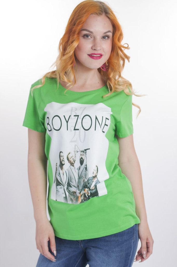 Зелёная футболка.