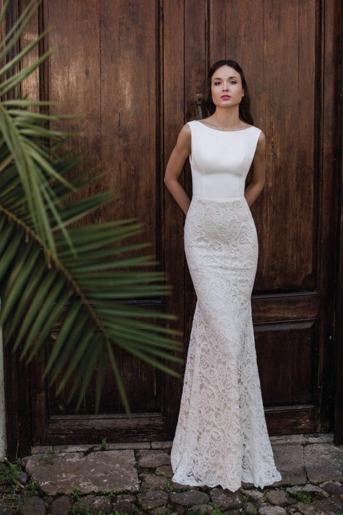 Свадебное платье с кружевной юбкой.